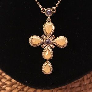 NIB Avon Fashion Cross Pendant Necklace
